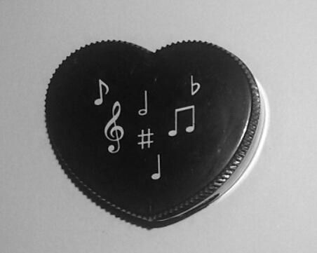 Taille crayons Motifs Musicaux en Forme de Coeur [Single Mixed Music Notes Shaped Pencil Sharpener Heart Shape Black]