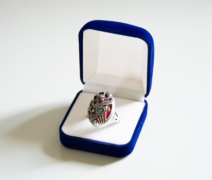 Bague Fantaisie - Motifs Musicaux Rouge [ Ring - Music Notes Red]