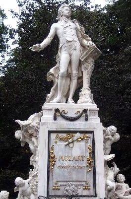 Mozart, Wolfgang Amadeus: A little night music (II)